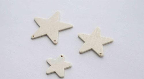 Просверлите в лучах звезд маленькие отверстия