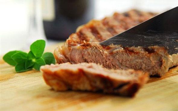 Новогодний говяжий стейк в маринаде из цитрусов