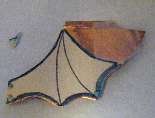 два соединенных между собой крыла.