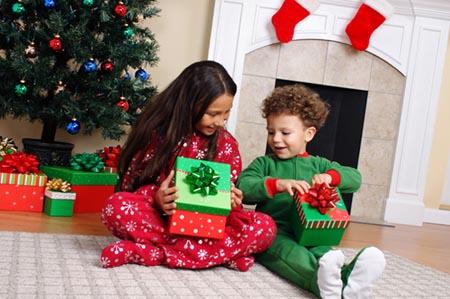 Как подарить детям подарок на новый год