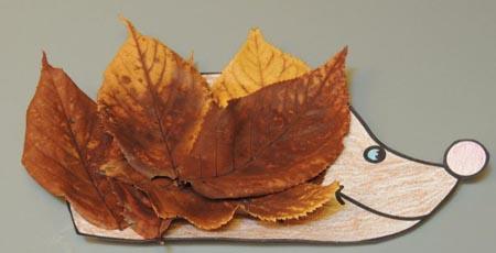 Осенние поделки из природных материалов: как сделать ежика из листьев