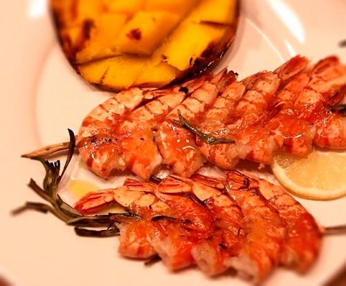 Блюда из креветок по праву считаются одними из самых вкусных среди огромного изобилия морских продуктов.