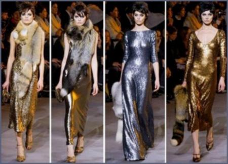 Для дерзких и ярких особ дизайнеры подготовили блестящие платья золотых оттенков.
