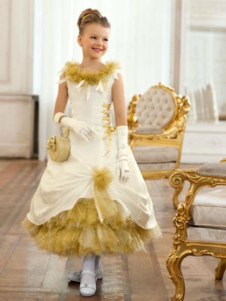 В тренде сезона образы сказочных героинь, поэтому нарядите дочку в костюм Белоснежки или Спящей красавицы.
