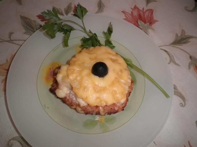 рецепт свинина с ананасами под сыром в духовке