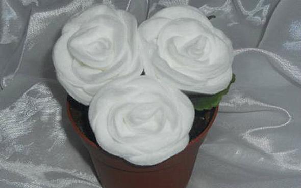 Подарок маме своими руками: поделки розы из ватных дисков, мастер-класс с фото
