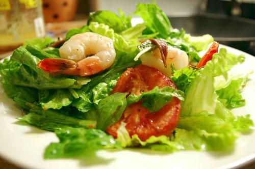 Салат из креветок с помидорами, рецепт салата на Новый год с фото