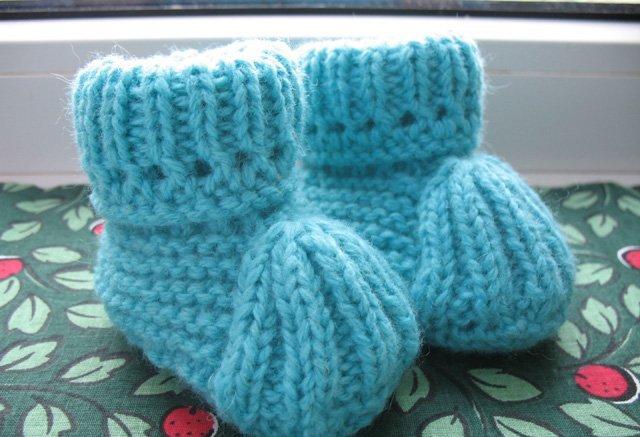 Как связать детские носки