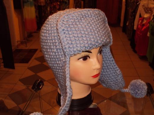 оригинальная и тёплая шапка ушанка связанная своими руками при