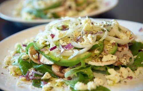 Как приготовить романтический ужин на 14 февраля для любимого - салат из авокадо и шампиньонов