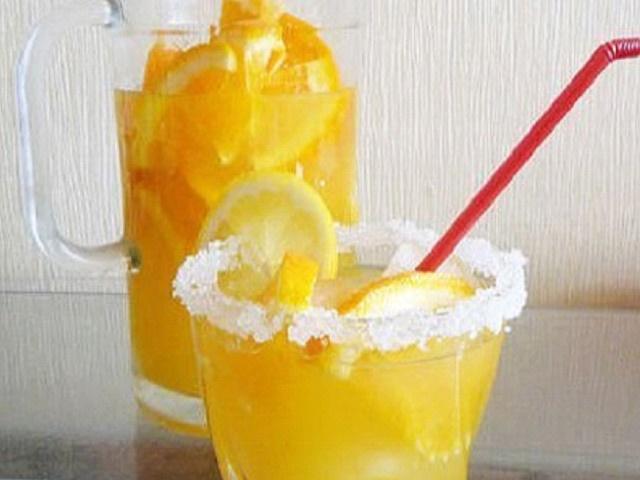 бокал с лимонадом