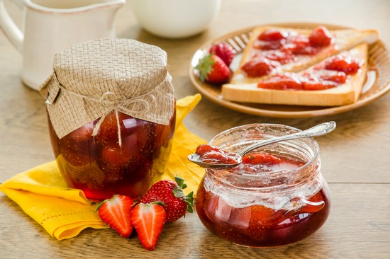 Видео клубничное варенье с целыми ягодами
