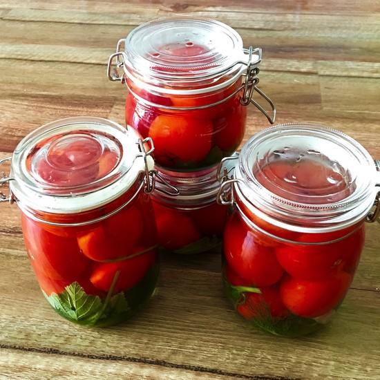 Рецепт помидоров в собственном соку без уксуса и лимонной кислоты.