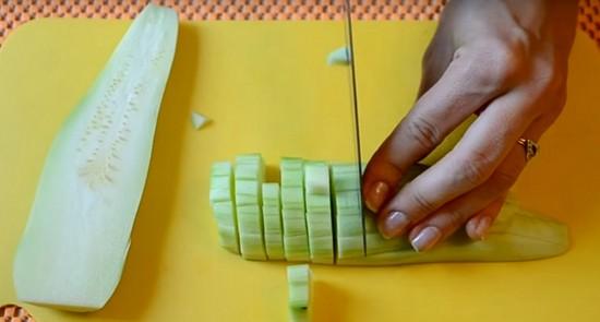 Салат из кабачков на зиму, рецепты с фото. Заготовка салатов из кабачков на зиму: без стерилизации, по-корейски, из маринованных кабачков