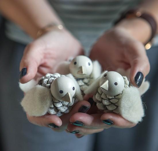 Красивые поделки из шишек своими руками для детского сада (для самых маленьких детей 2-3 лет и старше). Мастер-классы с фото, схемами и видео