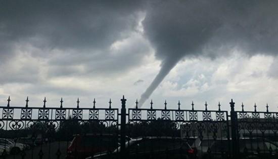 Торнадо в Сургуте – видео и фото торнадо очевидцы выложили в социальные сети