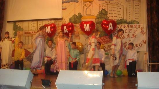 День матери в школе – сценарии праздника для учеников начальной школы и старшеклассников, мероприятия, игры, танцы, сценки, классный час, идеи, видео