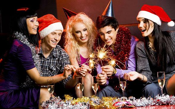 Конкурсы на Новый год 2017 Петуха – для детей и взрослых в домашних условиях, в кругу семьи. Самые прикольные новогодние игры и развлечения для малышей в детском саду и школьников, видео