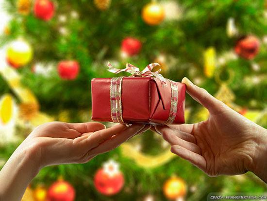 Что подарить на Новый год 2017 – маме и папе, любимой девушке или парню, учителям, семье. Интересные идеи подарков на год Петуха