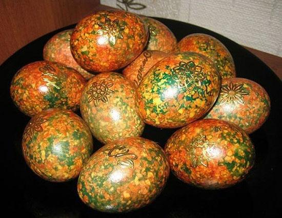 Чем и как украсить яйца на Пасху своими руками в домашних условиях