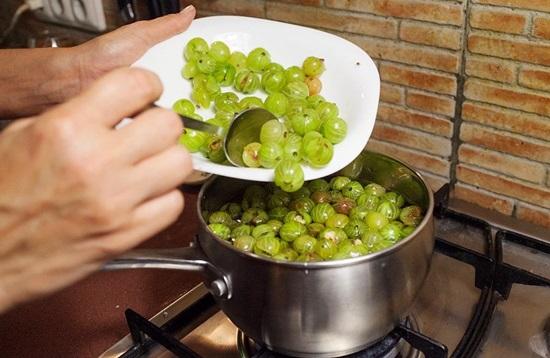 Армянское варенье из зеленых грецких орехов