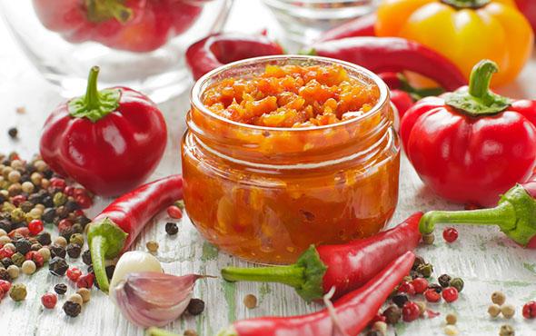 рецепт острой аджики из помидор с перцем и яблоками
