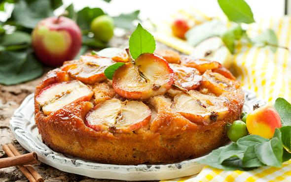 Вкусная шарлотка с яблоками в домашних условиях: рецепты классический и простой