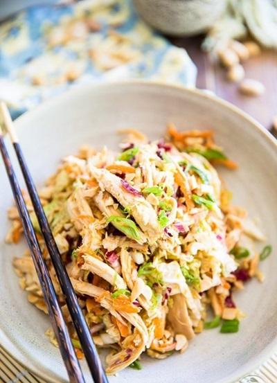 Очень вкусный салат с курицей: рецепты классические и слоями