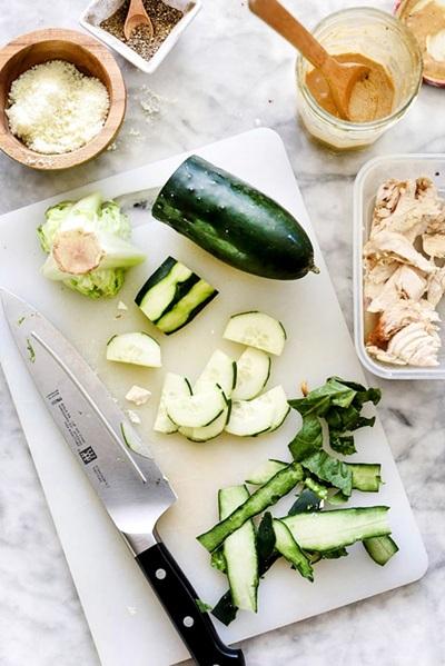 салат с курицей и огурцом классический простой рецепт