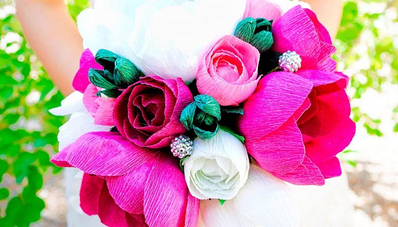 Цветы из гофрированной бумаги и конфет своими руками с пошаговым