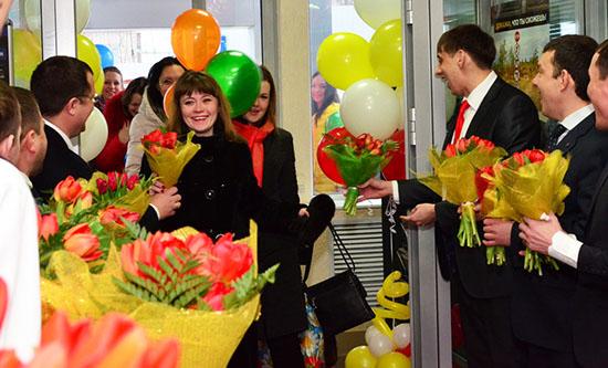 Как оригинально поздравить женщин с 8 марта на работе
