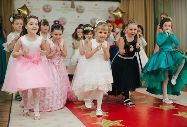 Необычный и веселый выпускной в детском саду: сценарий праздника для родителей и воспитателей