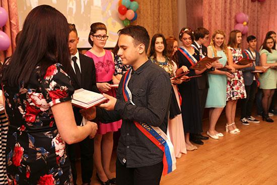 Стихи от учителей выпускникам на Последний звонок, красивые поздравления на выпускной в начальной школе, 9 и 11 классах
