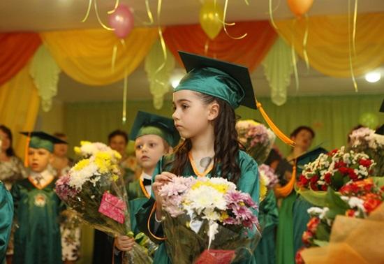 Стихи выпускникам на Последний звонок в школе и выпускной вечер в детском саду