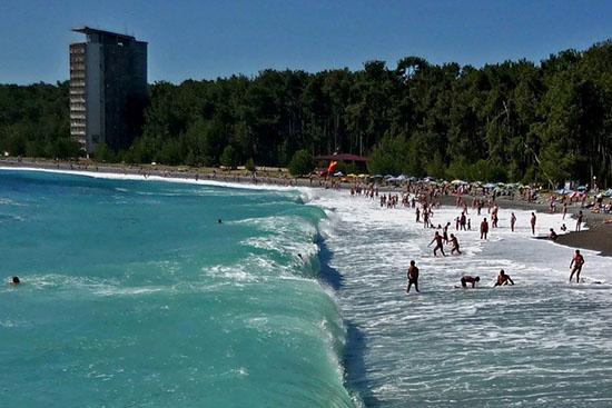 Погода в Абхазии: июль 2018 года – самый точный прогноз от Гидрометцентра на начало и конец месяца, температура воды в море