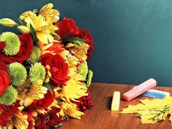 Поздравления с 1 сентября 2018 учителям в прозе, стихах, картинках и коротких смс