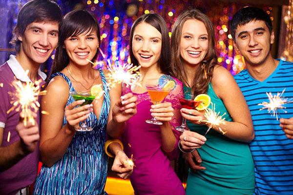 Поздравления с Новым годом друзьям: красивые, прикольные и короткие поздравления в стихах и прозе для друзей на Новый год