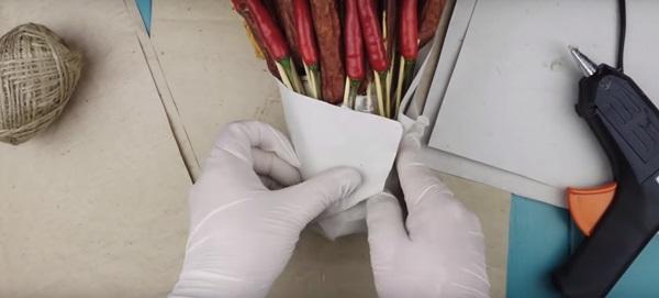 buket-iz-piva-10 Как сделать пивной букет своими руками, пошагово. Букет пивной для мужчин фото, в кружке, в коробке, на 23 февраля