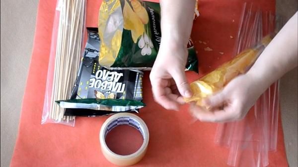 buket-iz-piva-15 Как сделать пивной букет своими руками, пошагово. Букет пивной для мужчин фото, в кружке, в коробке, на 23 февраля