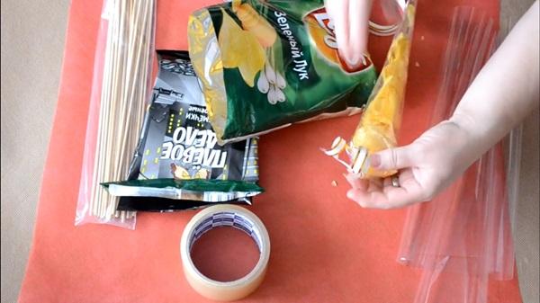 buket-iz-piva-16 Как сделать пивной букет своими руками, пошагово. Букет пивной для мужчин фото, в кружке, в коробке, на 23 февраля
