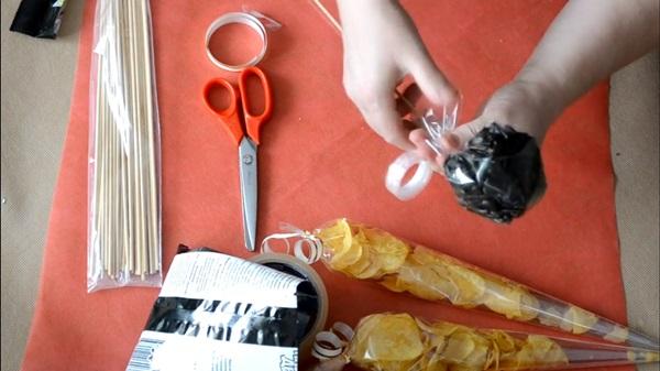 buket-iz-piva-17 Как сделать пивной букет своими руками, пошагово. Букет пивной для мужчин фото, в кружке, в коробке, на 23 февраля