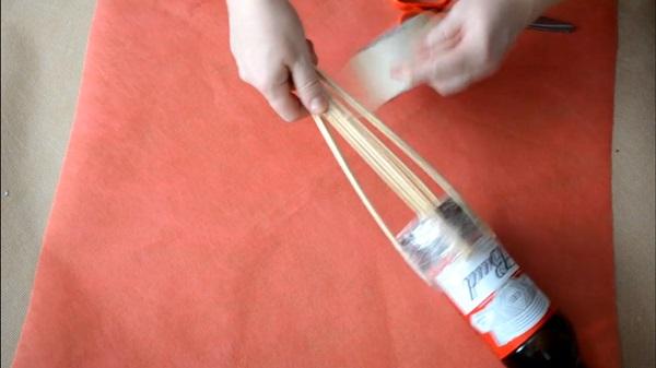buket-iz-piva-21 Как сделать пивной букет своими руками, пошагово. Букет пивной для мужчин фото, в кружке, в коробке, на 23 февраля