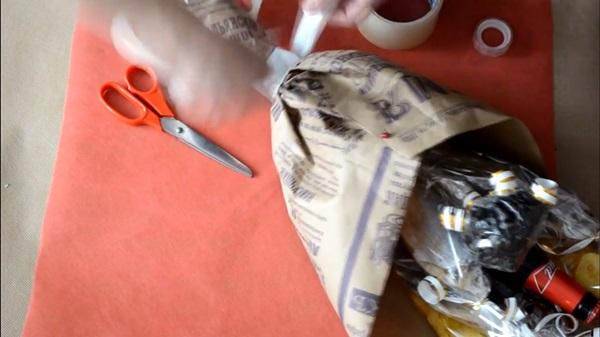 buket-iz-piva-24 Как сделать пивной букет своими руками, пошагово. Букет пивной для мужчин фото, в кружке, в коробке, на 23 февраля