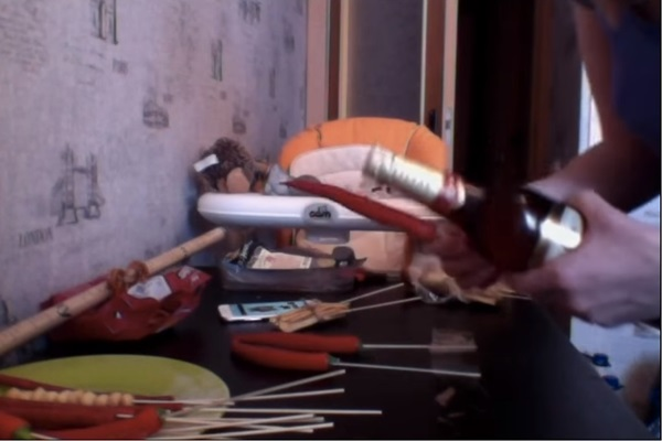 buket-iz-piva-37 Как сделать пивной букет своими руками, пошагово. Букет пивной для мужчин фото, в кружке, в коробке, на 23 февраля