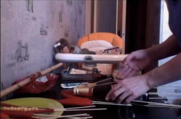 buket-iz-piva-38 Как сделать пивной букет своими руками, пошагово. Букет пивной для мужчин фото, в кружке, в коробке, на 23 февраля