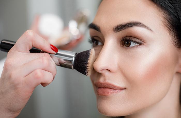 Как подчеркнуть скулы при помощи макияжа