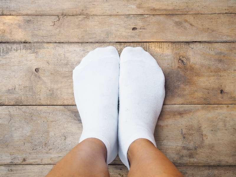 Как вернуть носкам белоснежный цвет. Простой способ с использованием домашних средств