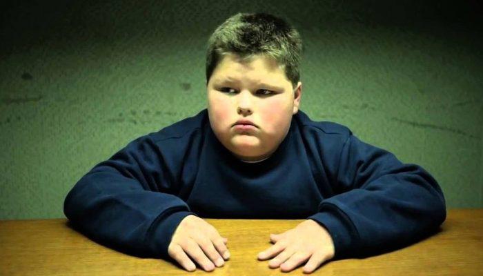 Толстый сын уборщицы в школе, над которым смеялся даже учитель, через 10 лет добился успеха