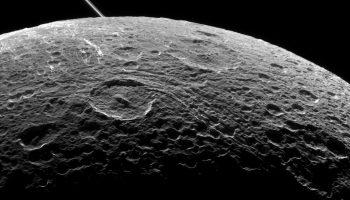 НЛО на поверхности спутникаЗемли — правда или вымысел?