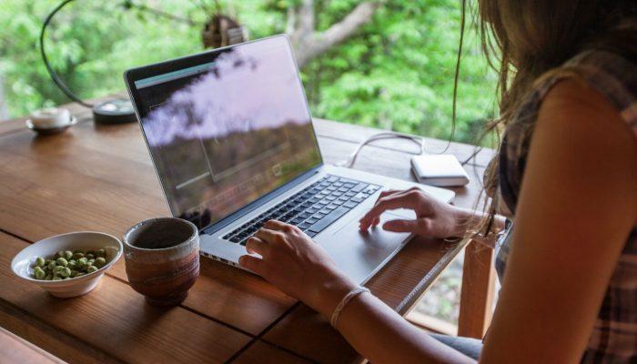 Работать удаленно скучно? 5 нескучных правил для работы дома